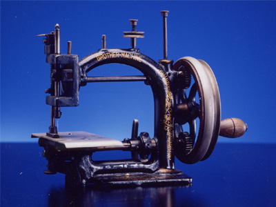 Chain-Stitch sewing machine for the production of straw hats